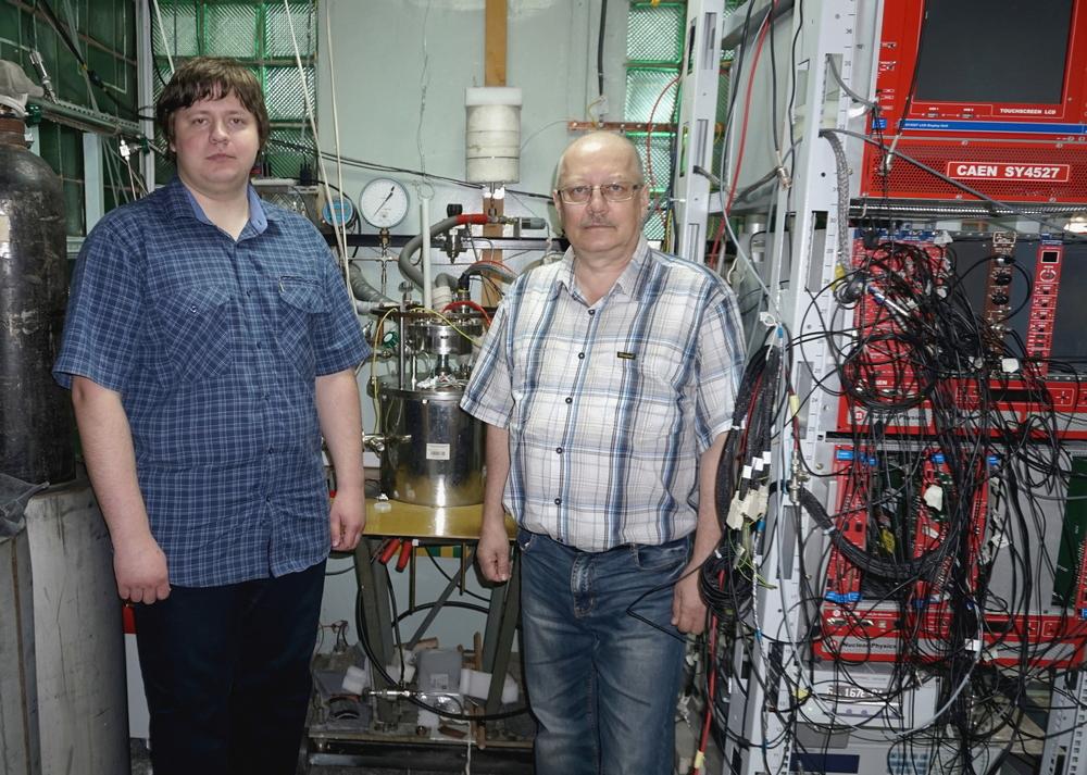 Детектор, изготовленный в ИЯФ СО РАН для поиска темной материи, зарегистрировал в излучении новые медленные компоненты